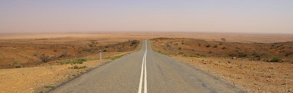 https://pixabay.com/photos/road-highway-travel-nobody-empty-2886821/